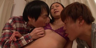 Mesmerizing floozy Yuki Tanihara pleases her dude with a blowjob and a ride